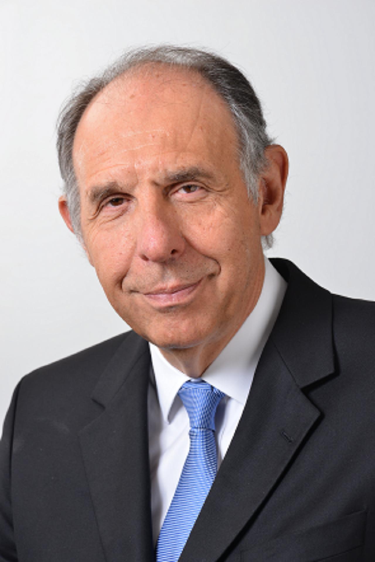 Claudio Bernardes headshot