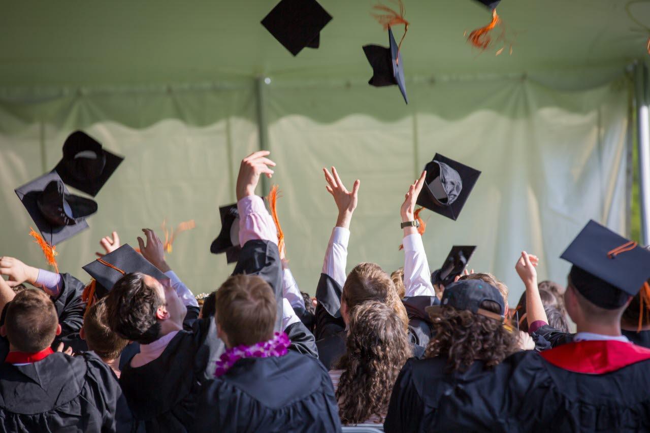 cap throw graduate