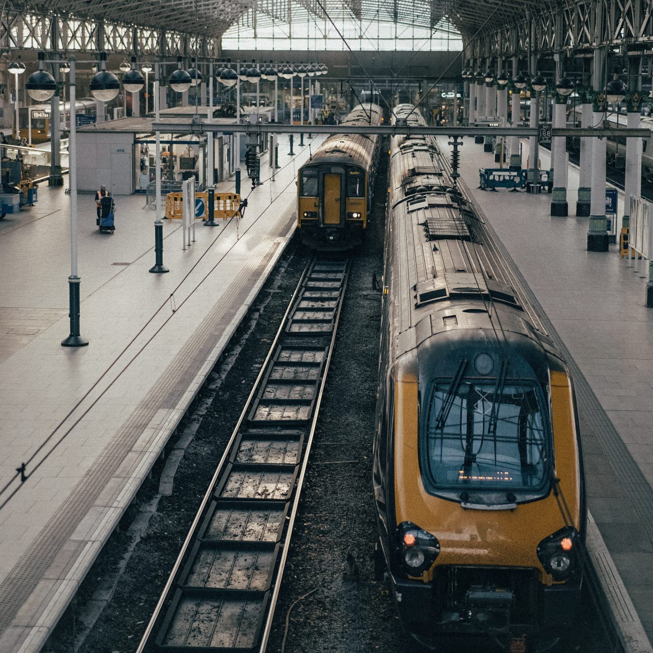 trains-leeds-uk-unsplash