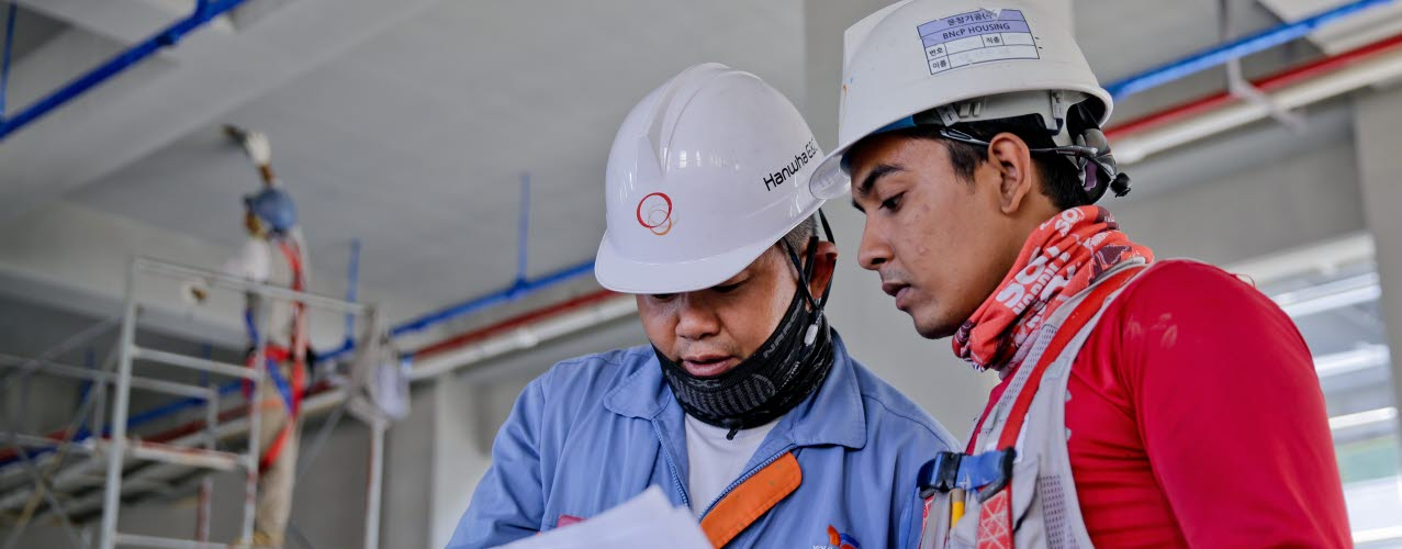 Construction-working-together-pexels