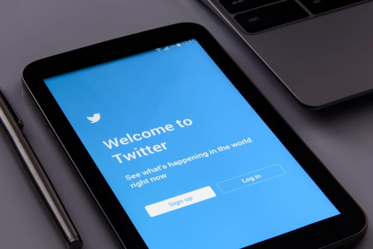 Twitter-logo-login-pxhere