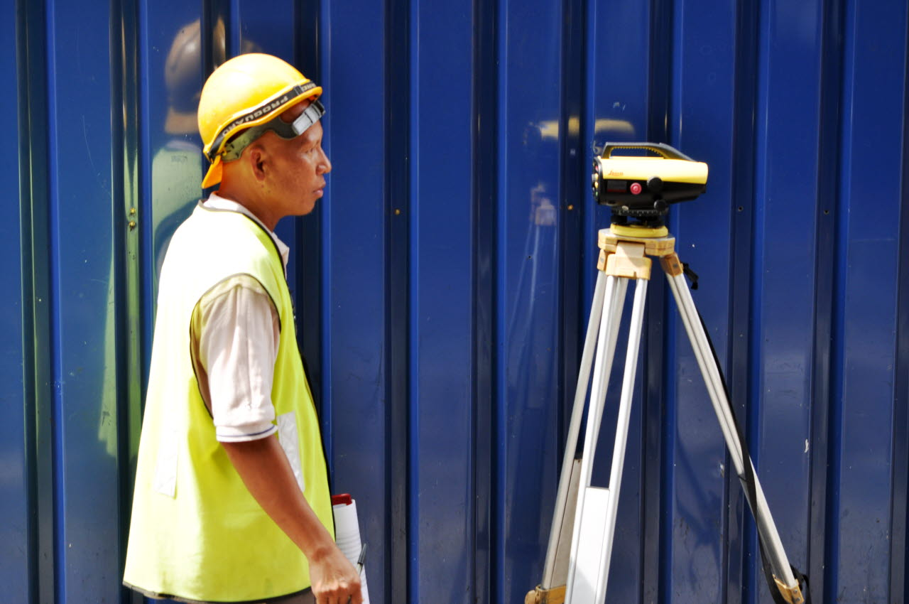 worker-surveying