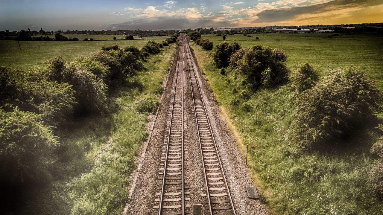 Rail-uk-countryside-pexels