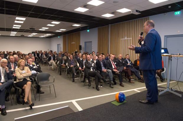 RICS CEO Sean Tompkins talking to Dutch professionals
