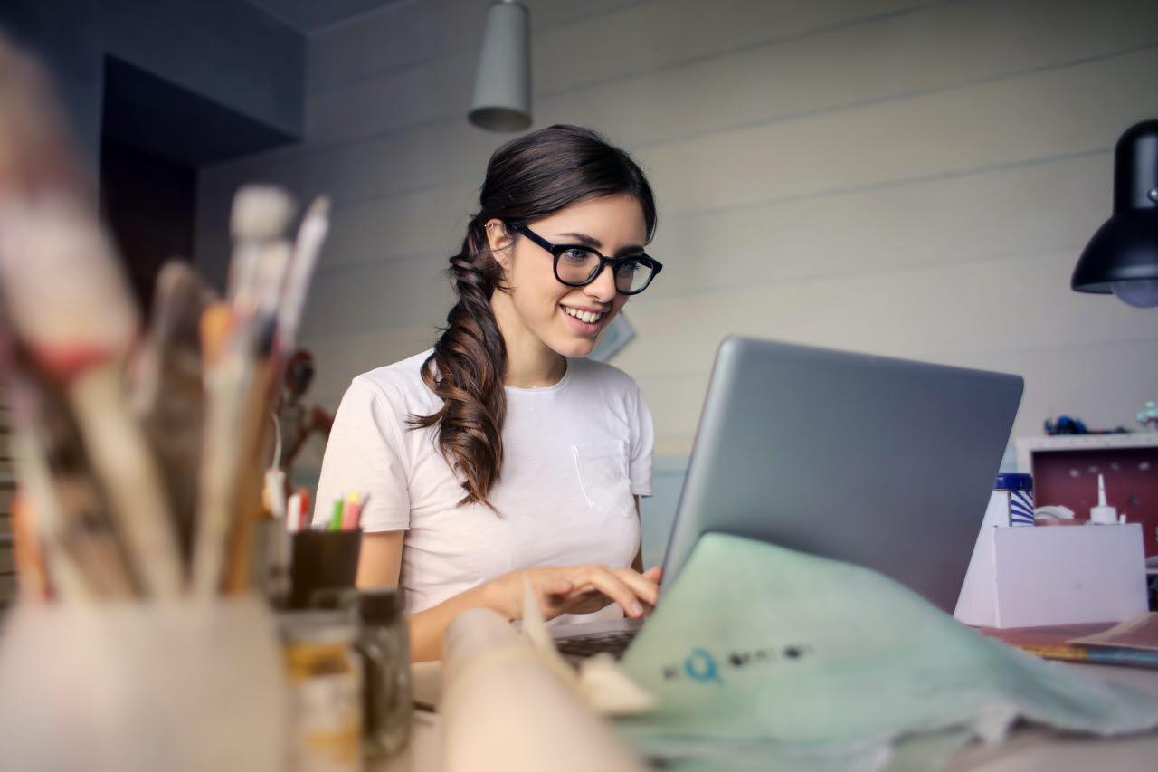 woman-laptop-working-pexels