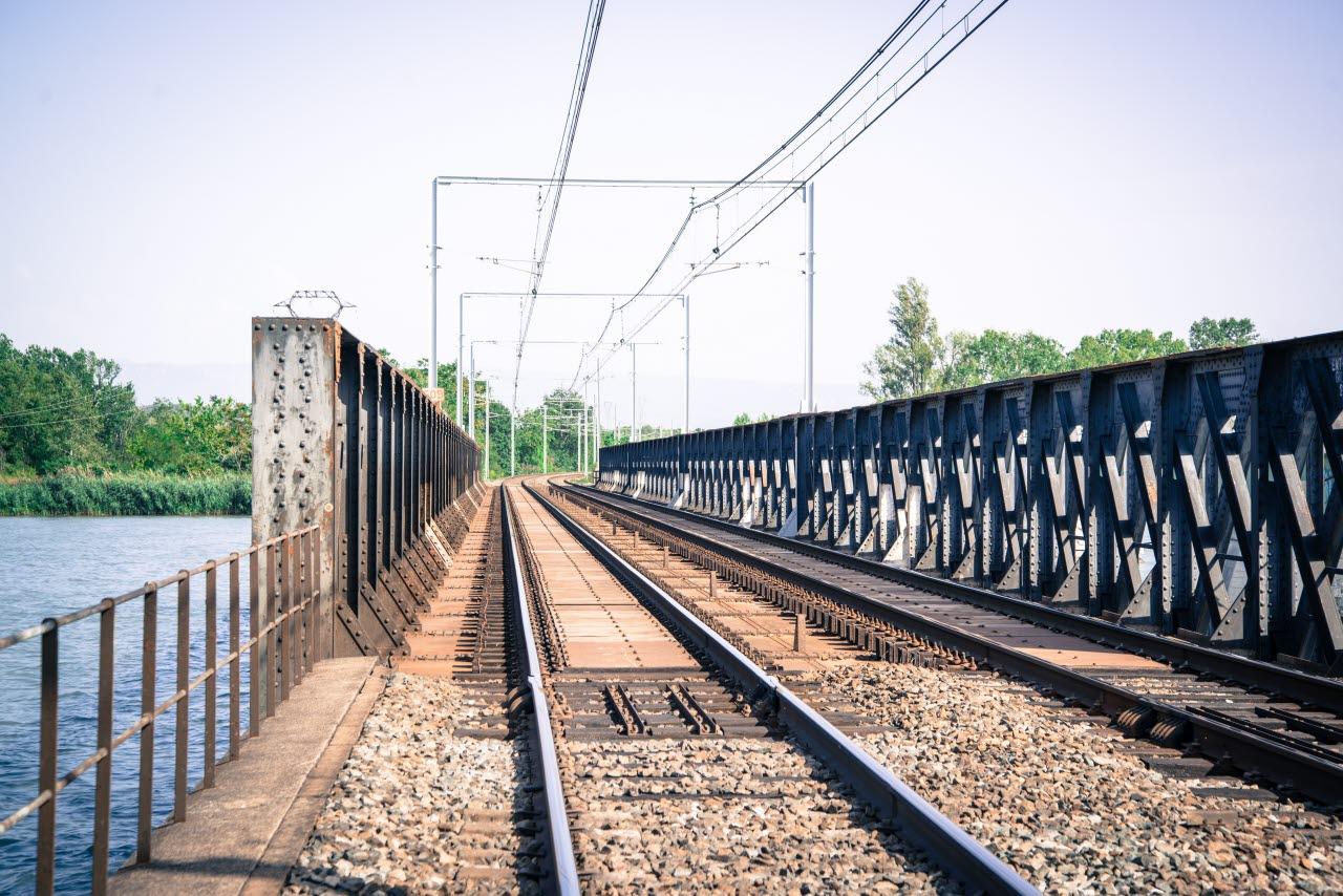 rail-uk-bridge-infrastructure-pexels