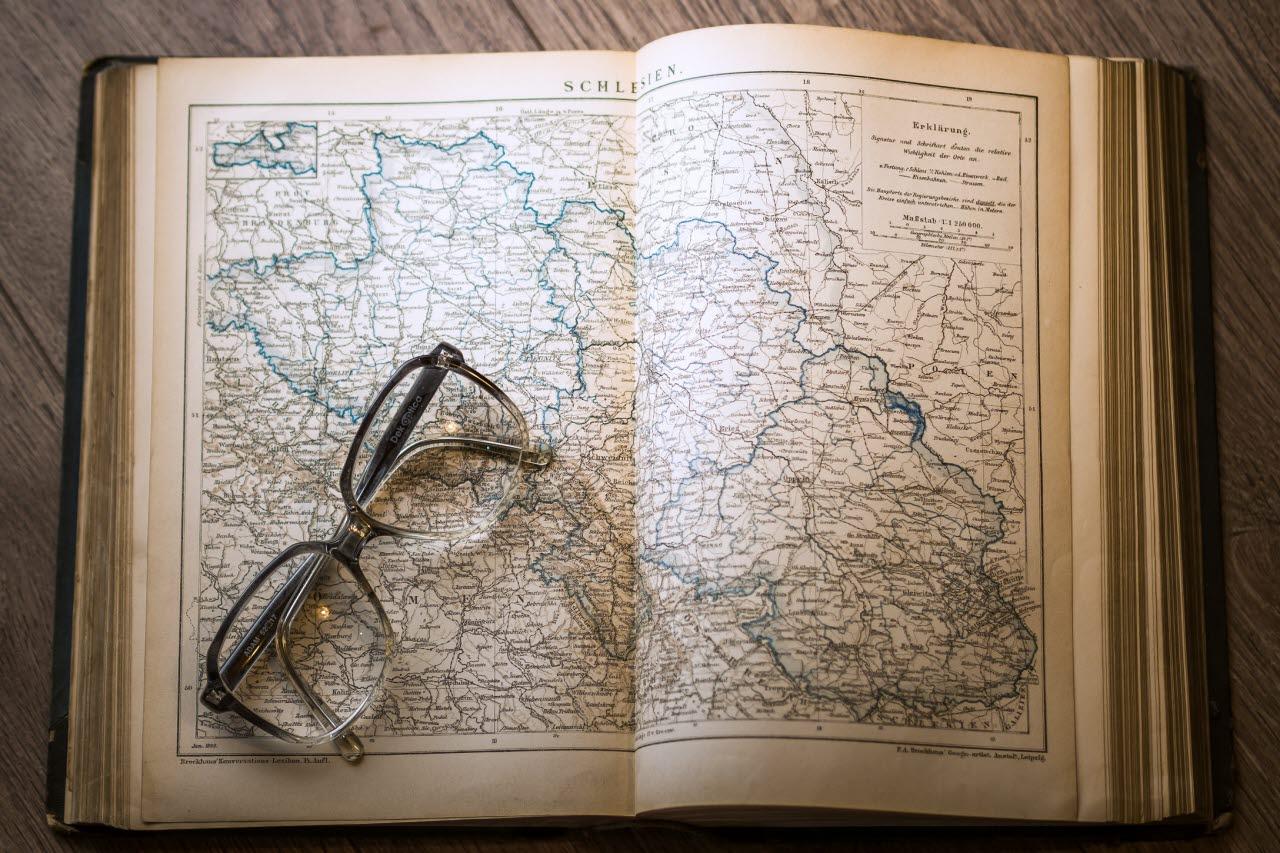 map, glasses, pexels, 020518, mb