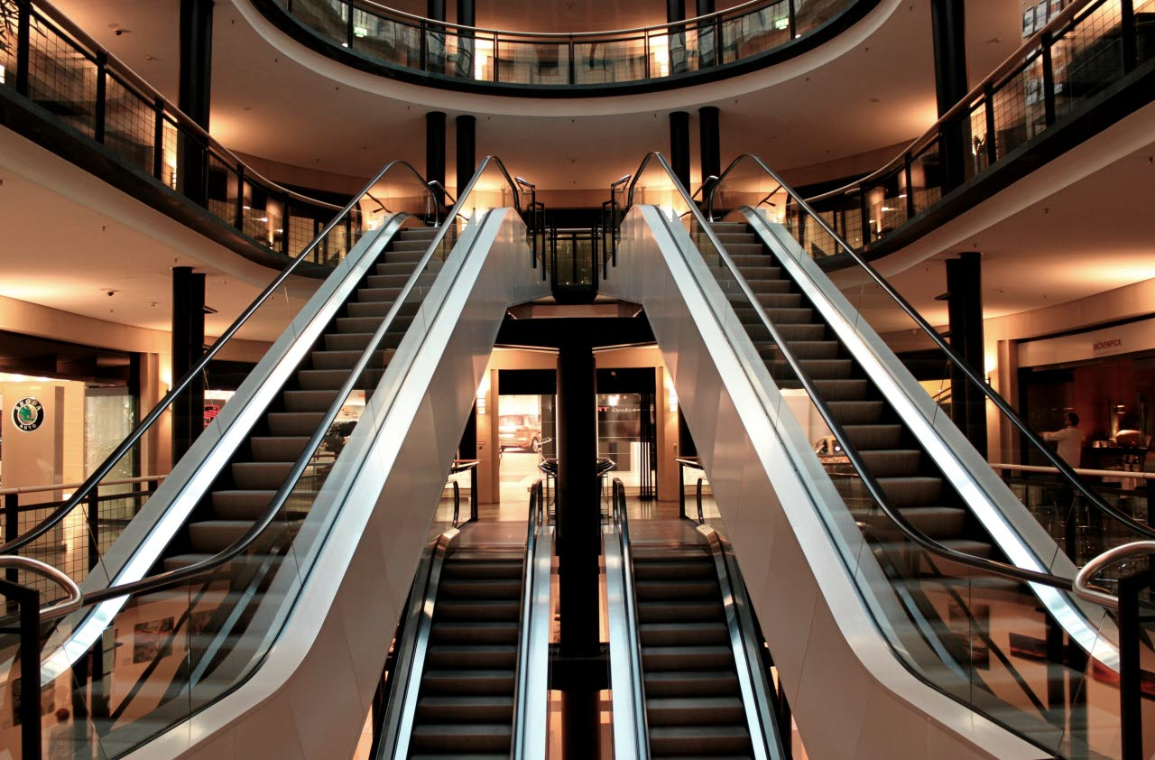 Empty-shopping-mall-commercial-property